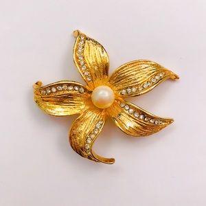 Jewelry - Rhinestone Flower Pin